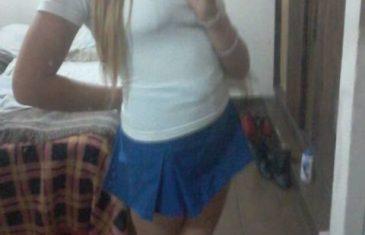 chibola-tetona-de-falda-azul-desnuda-para-su-novio-4
